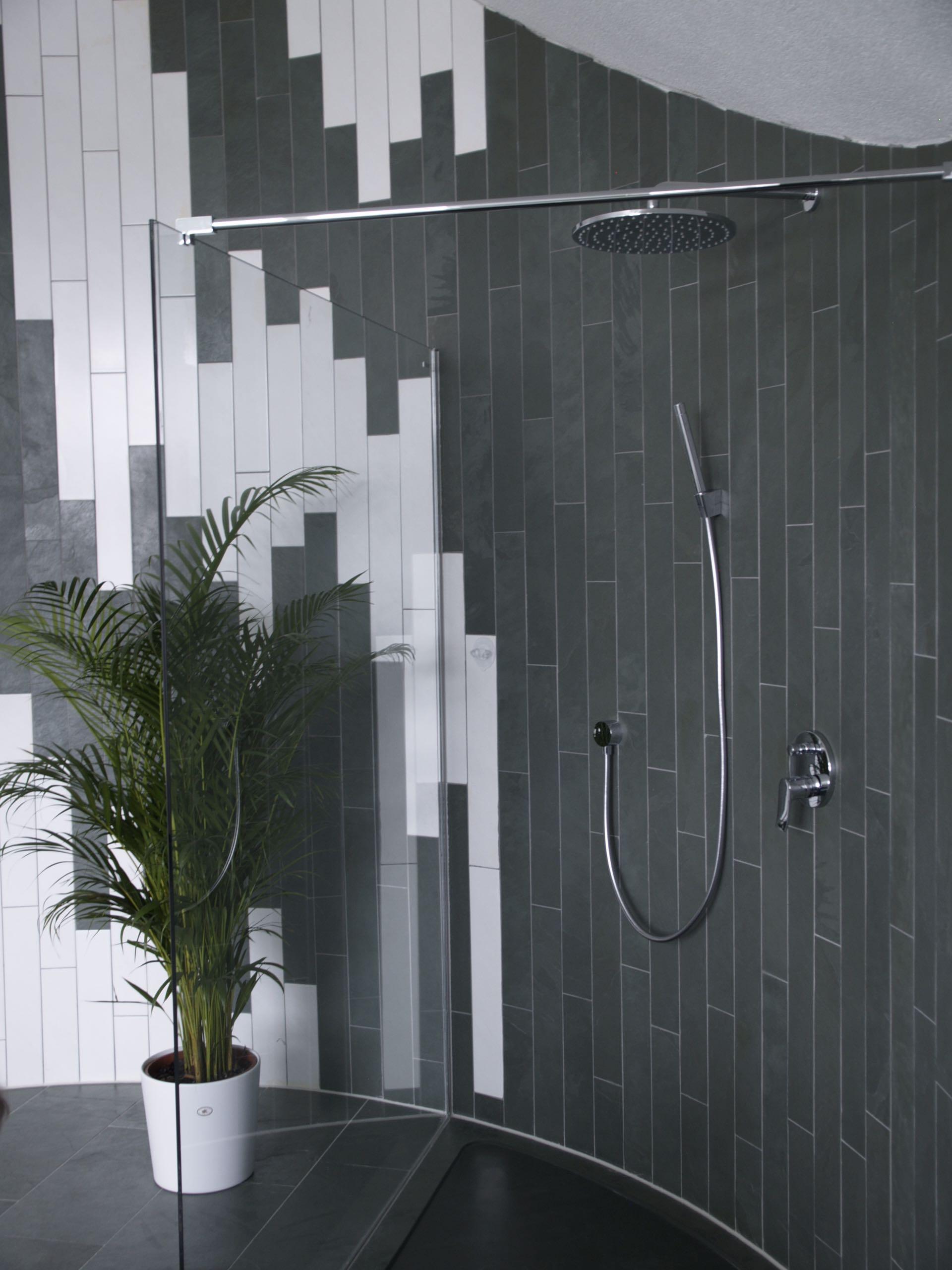schiefer fliesen bad schiefer mustang fliesen in modernem badezimmer schiefer fliesen als. Black Bedroom Furniture Sets. Home Design Ideas